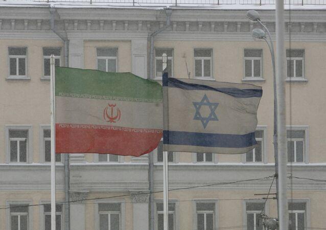 Le bandiere dell'Iran e dell'Israele a Mosca.