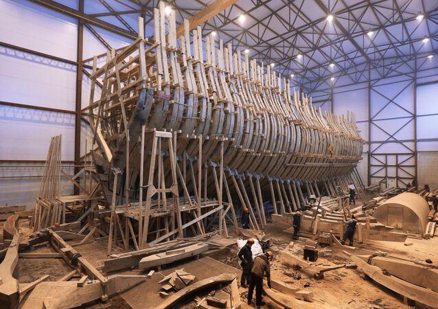 La costruzione della nave-museo Poltava a San Pietroburgo