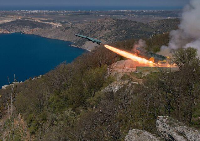 Missile da crociera (foto d'archivio)