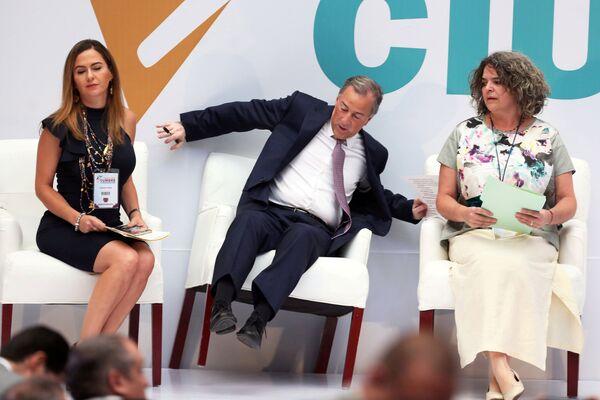 Il candidato alla presidenza del Messico dal partito istituzionale rivoluzionale Jose Antonio Meade è caduto dalla sedia all'incontro con i cittadini della Città del Messico. - Sputnik Italia