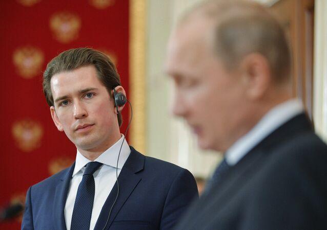 Sebastian Kurz e Vladimir Putin (foto d'archivio)