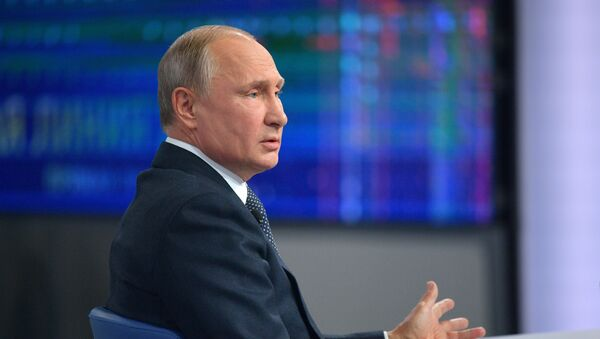 Russian President Vladimir Putin answers questions from Russia's citizens during the annual special Direct Line with Vladimir Putin broadcast live by Russian TV channels and radio stations - Sputnik Italia