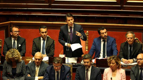 Il premier dell'Italia Giuseppe Conte parla al Senato - Sputnik Italia