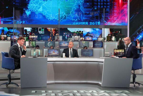 La linea diretta del presidente russo Vladimir Putin. - Sputnik Italia