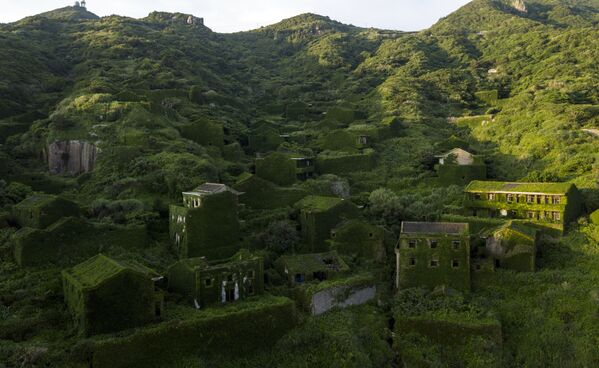 Un villaggio abbandonato a Houtouwan, Cina. - Sputnik Italia
