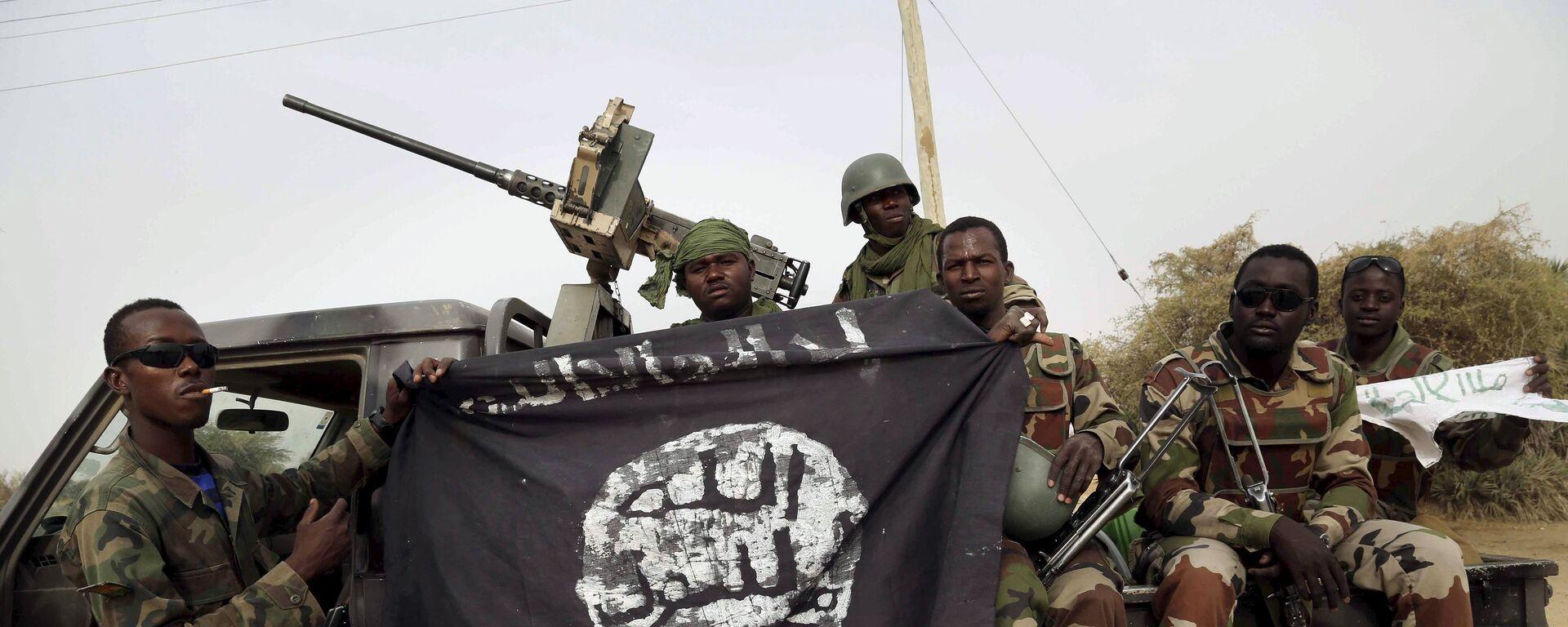 Militari nigeriani con una bandiera di Boko Haram - Sputnik Italia, 1920, 28.07.2017
