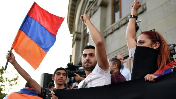 Dimostranti a Yerevan, Armenia - Sputnik Italia