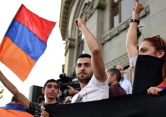 Dimostranti a Yerevan, Armenia