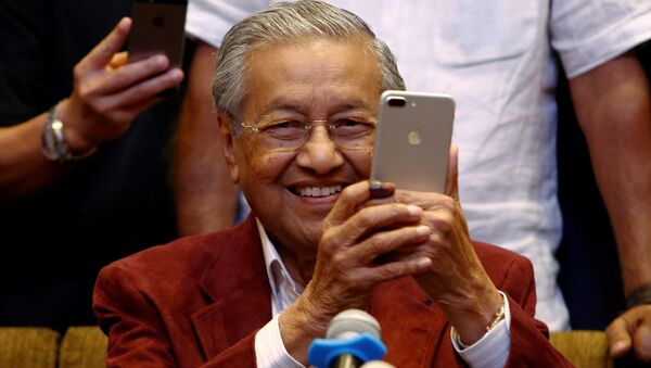 Mahathir Mohamad, former Malaysian prime minister and opposition candidate for Pakatan Harapan (Alliance of Hope) attends a news conference after general election, in Petaling Jaya, Malaysia, May 10, 2018 - Sputnik Italia