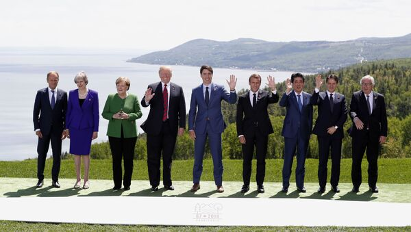 Leaders pose for family photo at the G7 Summit in Charlevoix - Sputnik Italia