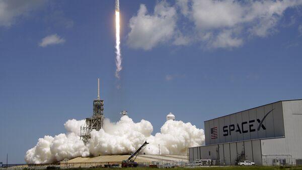 Il razzo-vettore Falcon 9 - Sputnik Italia
