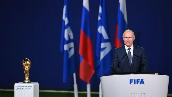 Il presidente russo Vladimir Putin interviene alla seduta della 68 edizione del congresso della FIFA in vista dell'inizio dei Mondiali - Sputnik Italia