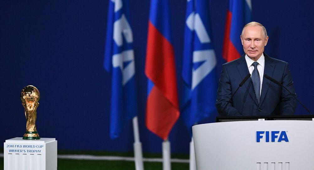 Il presidente russo Vladimir Putin interviene alla seduta della 68 edizione del congresso della FIFA in vista dell'inizio dei Mondiali