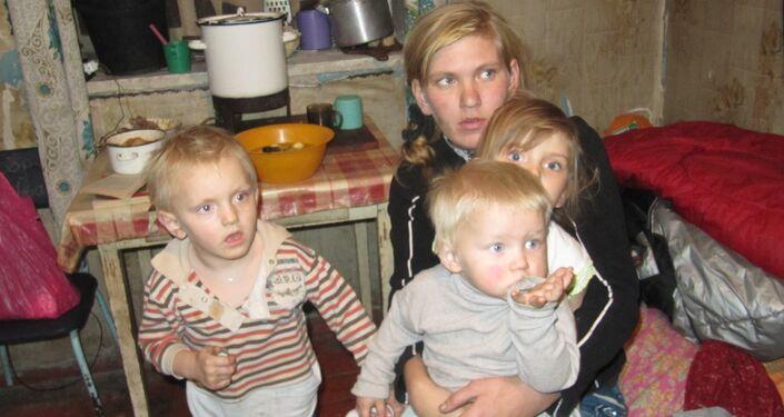 Bambini negli scantinati a Debalzevo