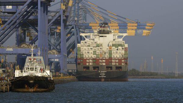Porta container in India - Sputnik Italia