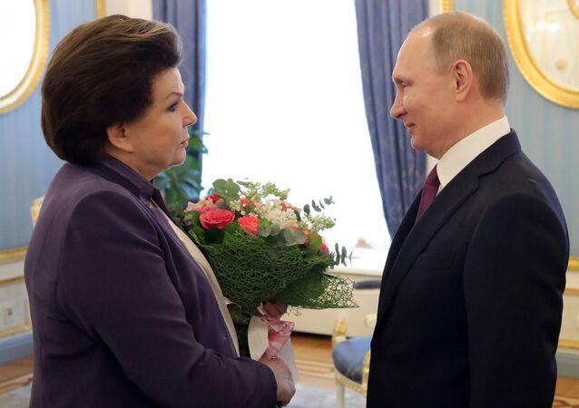 Vladimir Putin e Valentina Tereshkova