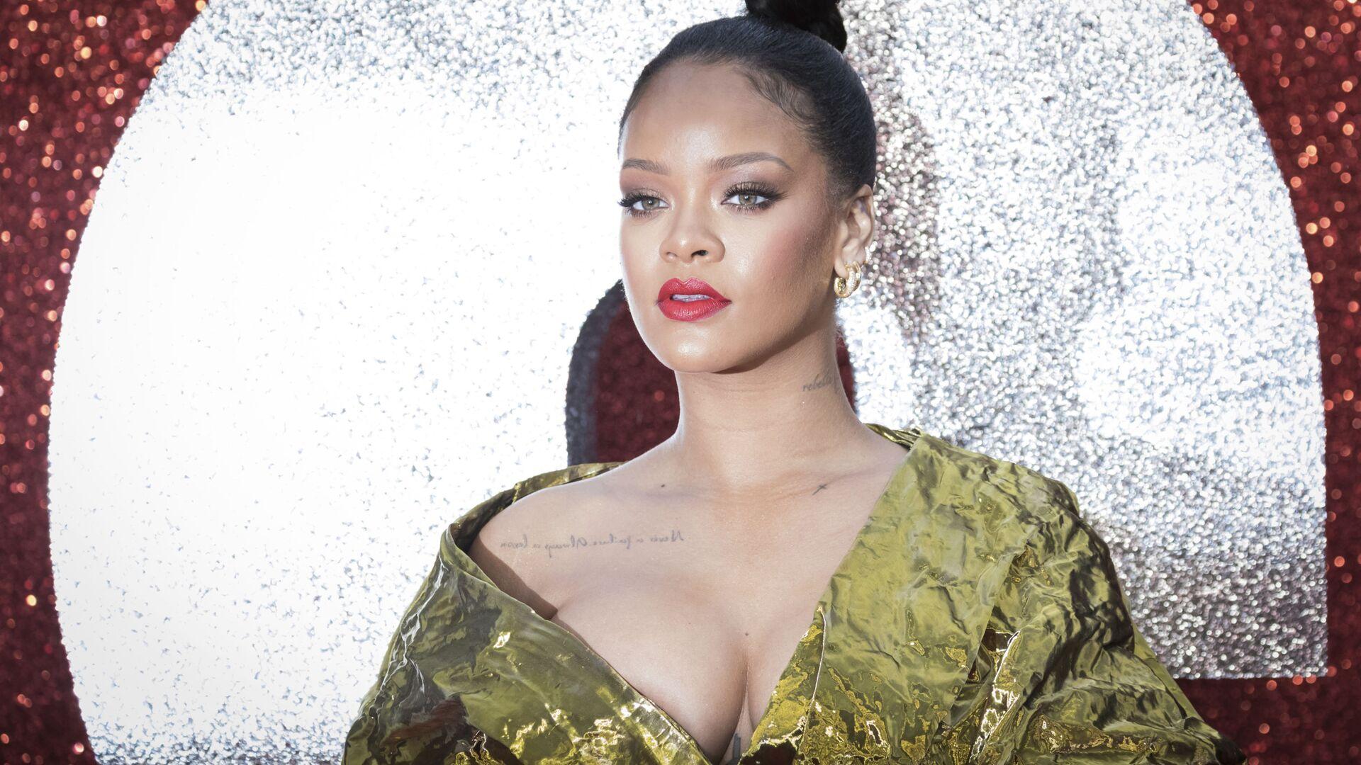La cantante Rihanna si fa fotografare alla prima del film Ocean's 8 a Londra. - Sputnik Italia, 1920, 05.08.2021