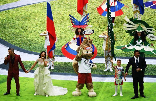 Robbie Williams e la cantante Aida Garifulina alla cerimonia di apertura del Campionato del Mondo di calcio 2018 allo stadio Luzhniki. - Sputnik Italia