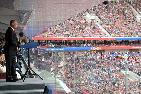 Il presidente russo Vladimir Putin interviene alla cerimonia di apertura del Campionato del Mondo di calcio 2018 allo stadio Luzhniki prima della partita tra le nazionali russa e saudita. - Sputnik Italia