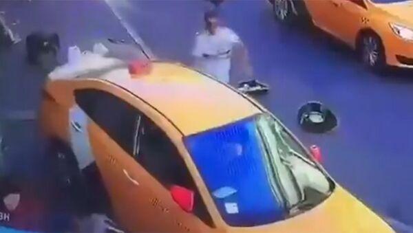 Taxi investe passanti - Sputnik Italia