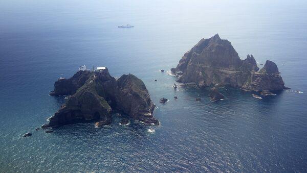 Islands called Dokdo in Korea and Takeshima in Japan are seen Friday, Aug. 10, 2012 - Sputnik Italia