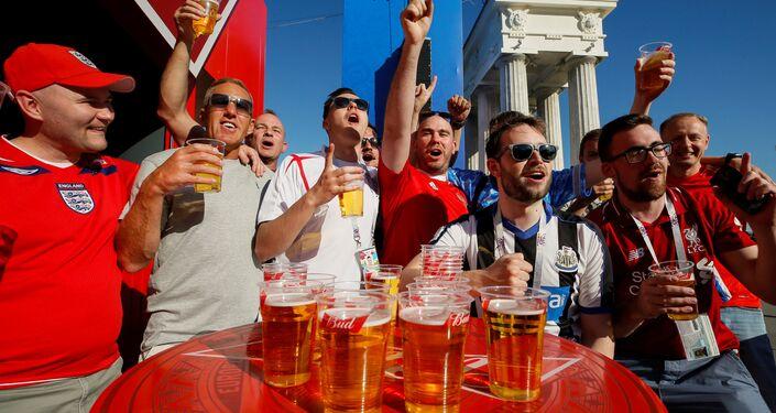 Prepartita a base di birra per questi tifosi inglesi a Volgograd
