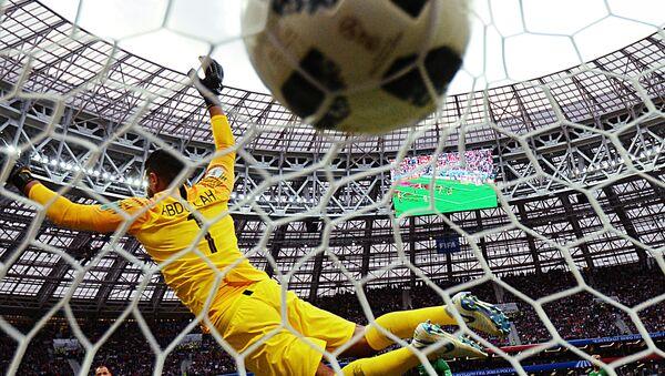 Un pallone si insacca nella porta dello stadio Luzhiki di Mosca - Sputnik Italia
