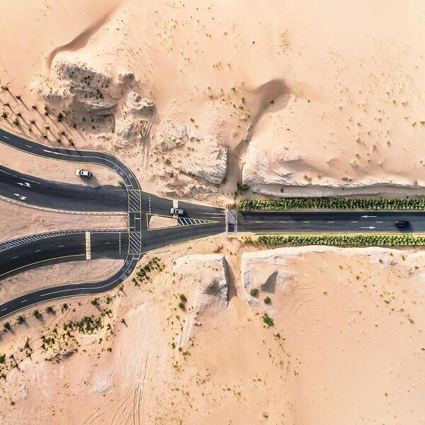 Buone queste strade! Il deserto se le mangia - Sputnik Italia