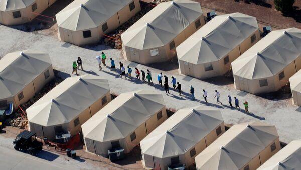 Alloggi per bambini immigrati al confine tra Messico e USA - Sputnik Italia