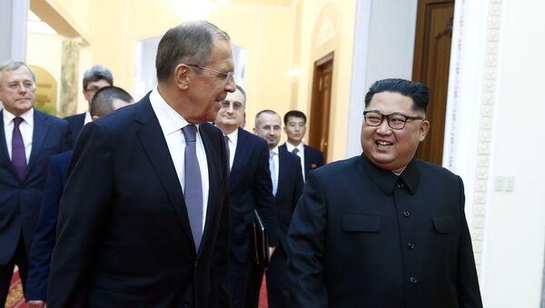 Il ministro degli Esteri russo e il leader nordcoreano Kim Jong-un a Pyongyang. - Sputnik Italia