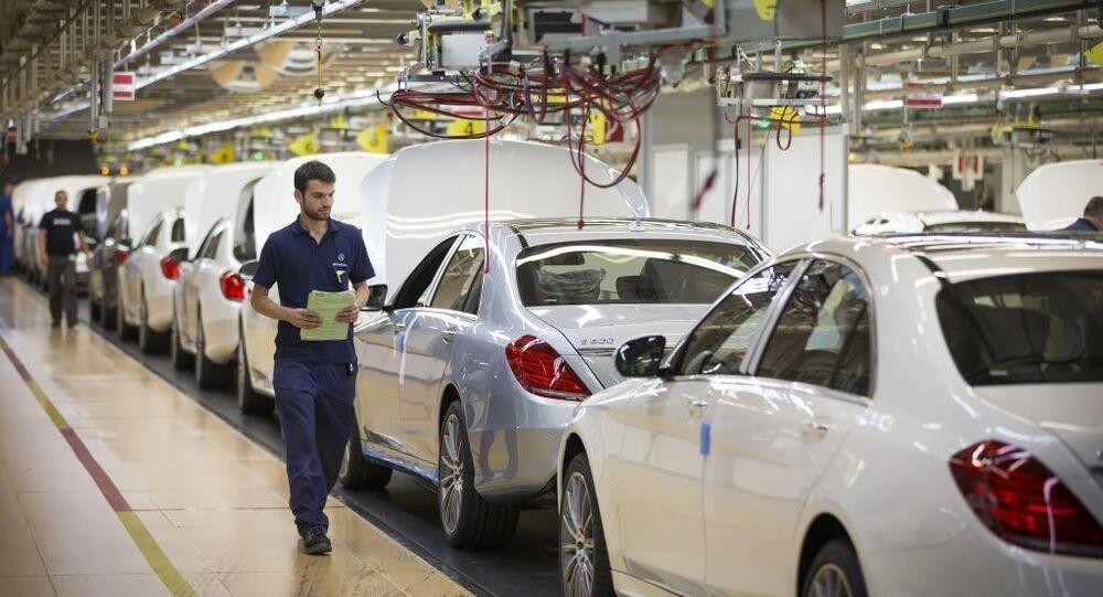 Catena di montaggio in impianto della Mercedes