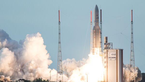 Un razzo Ariane 5 parte dal French Guiana Space Center - Sputnik Italia