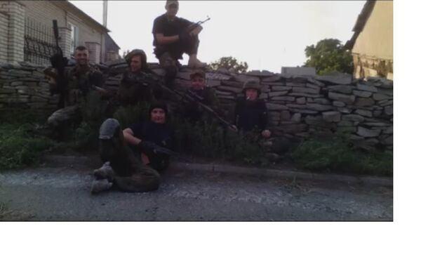 La squadra di ricognizione del reggimento Azov, Starabashevo. Sergey Sanovsky secondo a destra. - Sputnik Italia