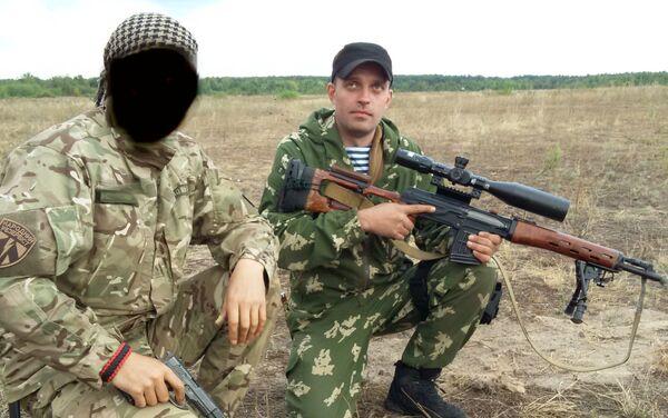 Le esercitazioni dell'unità militare 3066. Sergey Sanovsky a destra. - Sputnik Italia