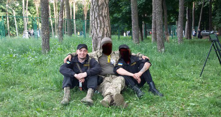 Le esercitazioni, Kiev. Sergey Sanovsky alla sinistra.