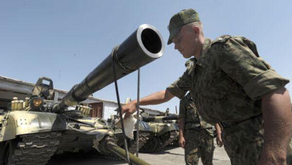 Военнослужащий 201-й Гатчинской дважды Краснознамённой военной базы, расположенной на территории Таджикистана - Sputnik Italia