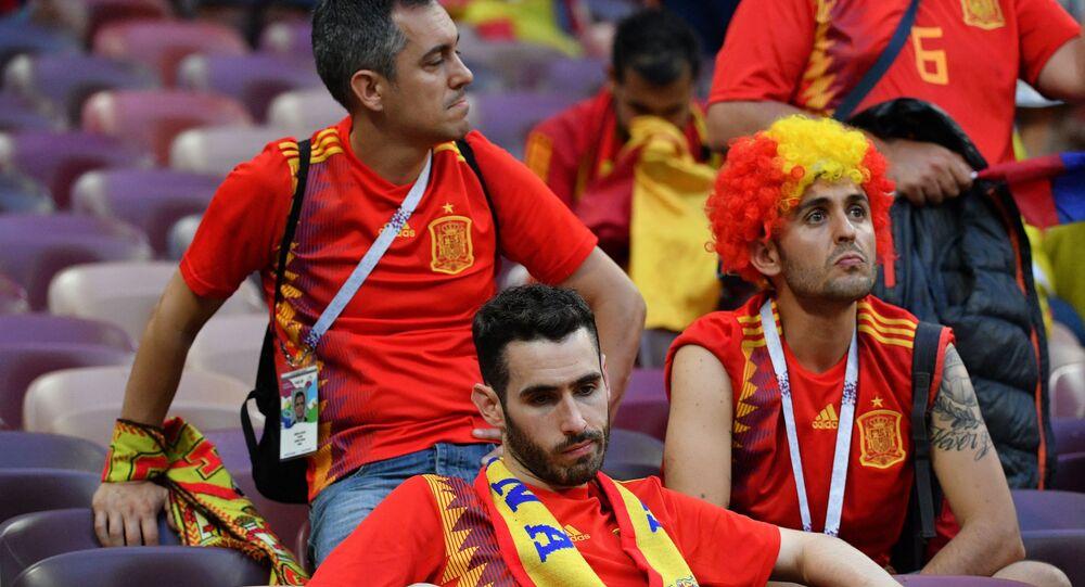 Tifosi spagnoli delusi dopo l'eliminazione della loro nazionale