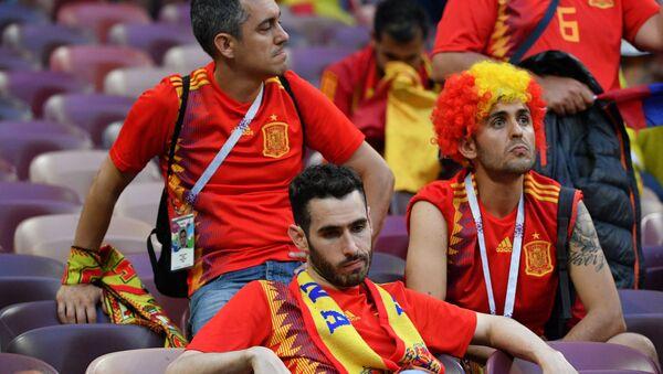 Tifosi spagnoli delusi dopo l'eliminazione della loro nazionale - Sputnik Italia