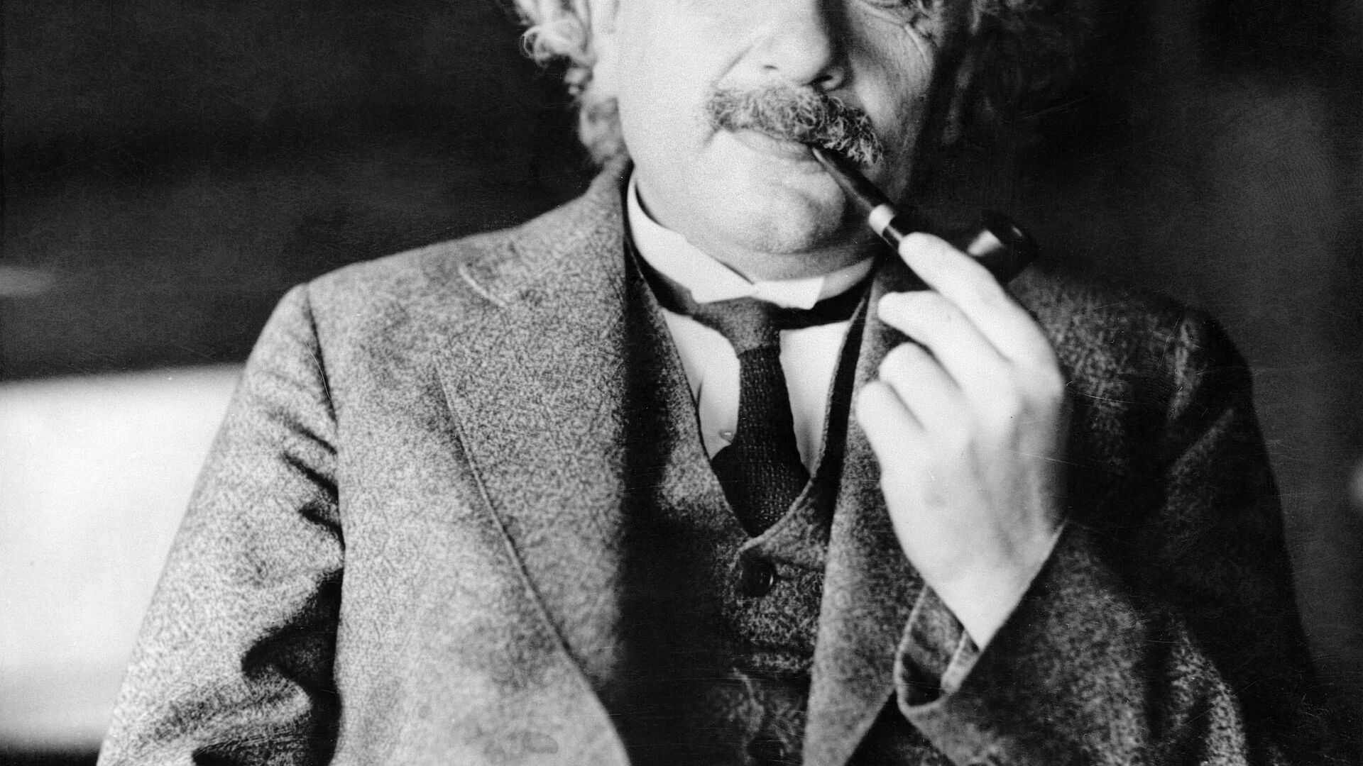 This undated file photo shows legendary physicist Dr. Albert Einstein, author of the theory of Relativity - Sputnik Italia, 1920, 15.05.2021