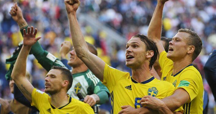 La gioia dei giocatori svedesi dopo il passaggio ai quarti di finale dei Mondiali, ottenuto battendo 1-0 la Svizzera