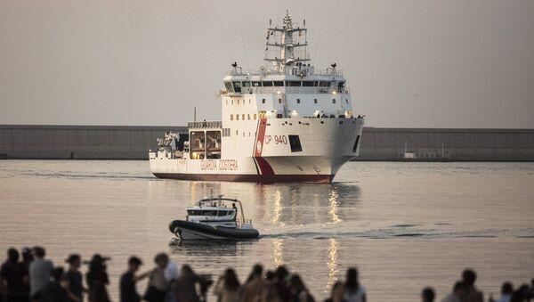 La nave Dattilo arriva nel porto di Valencia - Sputnik Italia