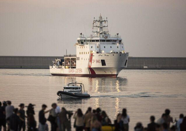 La nave Dattilo arriva nel porto di Valencia