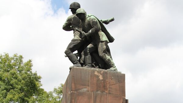 A war memorial in Poland, dedicated to the Soviet and Soviet-allied Polish troops who fought to free Poland from Nazi occupation between 1944 and 1945. The vast majority of Poland's war monuments were created by famous local sculptors. - Sputnik Italia