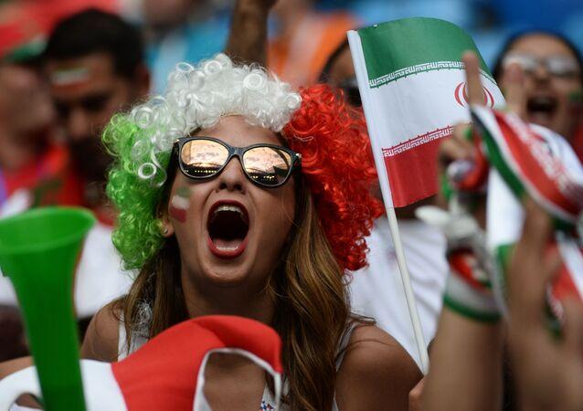 Una supporter iraniana allo stadio di San Pietroburgo per l'incontro fra Iran e Marocco