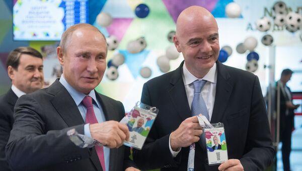Gianni Infantino e Vladimir Putin - Sputnik Italia