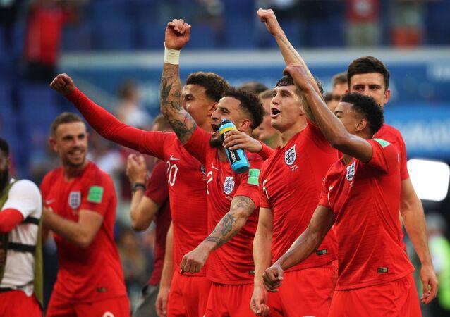 I giocatori inglesi festeggiano l'accesso alle semifinali