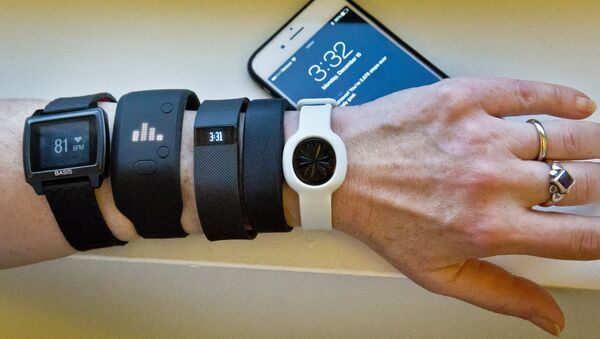 Fitness trackers, from left, Basis Peak, Adidas Fit Smart, Fitbit Charge, Sony SmartBand, and Jawbone Move, are posed for a photo next to an iPhone, in New York (File) - Sputnik Italia