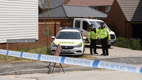 Policemen are outside the nerve agent victim Charlie Rowley in Amesbury, Wiltshire - Sputnik Italia