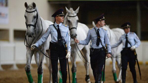 Ufficiali di polizia durante uno show di gala a Mosca. - Sputnik Italia
