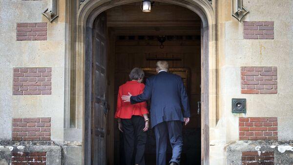 Theresa May e Donald Trump - Sputnik Italia